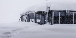 Raport narciarski: w północnych Alpach spadło do 1,5m śniegu - ©Facebook Zugspitze
