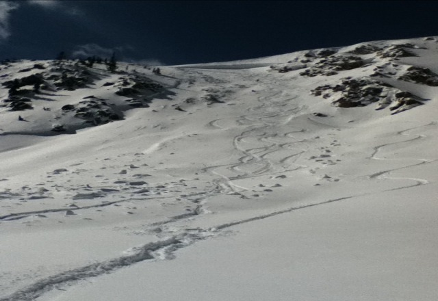 good snow, massive slab slide in the cirque a day ago