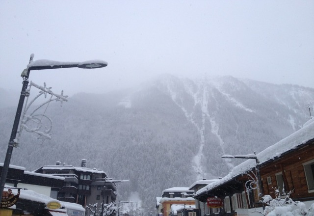 It has been snowing strong for over 24hrs and it does not look like letting up anytime soon. Conditions are perfect!!!