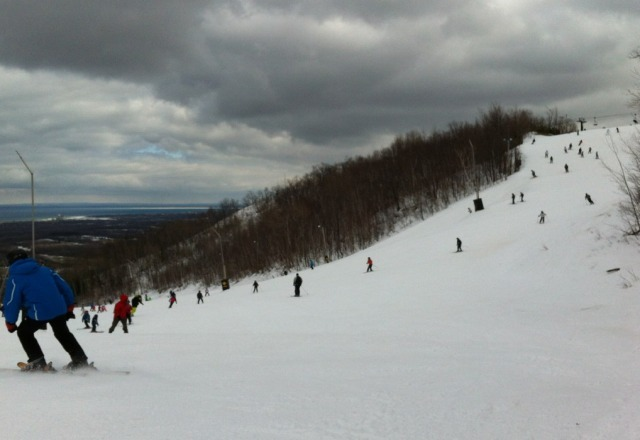 SUPER BUSY!!! march break has created crazy long lines, and jam packed riding. Took me 1 1/2 hours to do 4 runs. Conditions on the hills aren't too bad though. Sides of some hills are showing grass & dirt, but good snow throughout the runs.