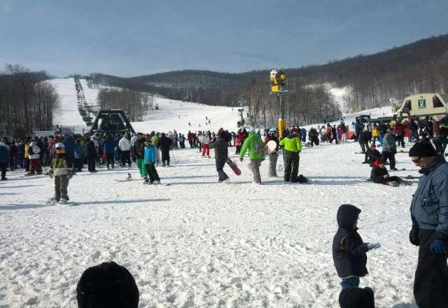 great snow and weather, big crowd