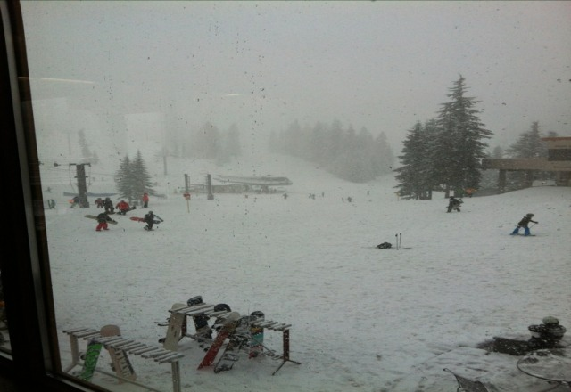 little visibilty, its dumpin. moderate wind speeds. overall, a good day to be boarding.