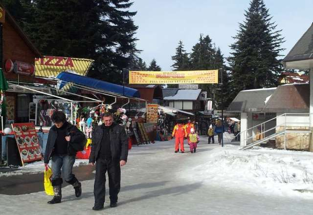 02/02/13...... 11:00am..Icy conditions on foot in Borovets, thawing quickly 6 degrees sorry got being the bearer of bad news.