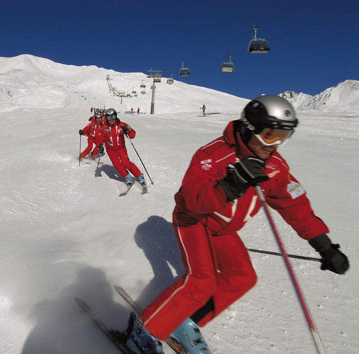 Skiers in Trentino ski pistes. - ©Trentino Web Archive, Daniele Lira
