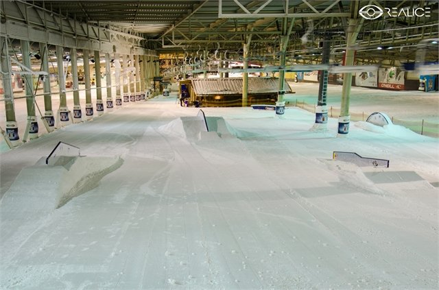 Indoor snowpark at SnowWorld Landgraaf, the Netherlands - ©SnowWorld