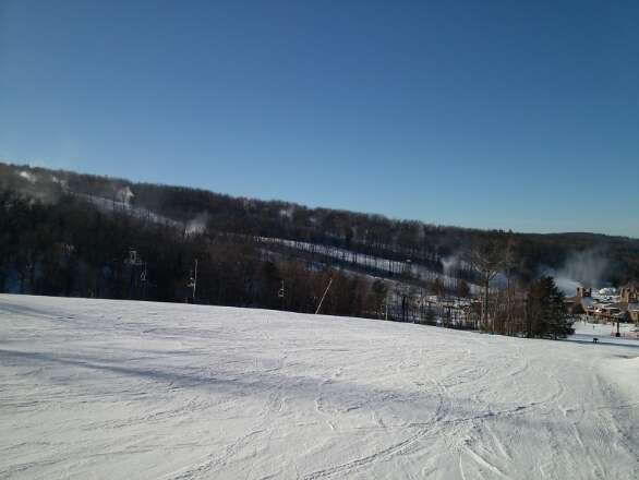Awesome day today, no lines and good snow. Cold but good, fast conditions.