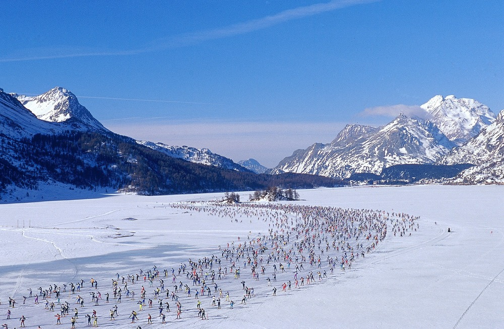 'Queue of cross-country skiersEngadiner - Ski - Marathon, Switzerland, Silsersee Maloja
