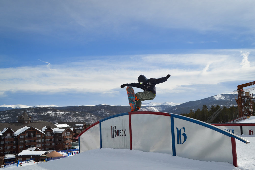 Snowboarder making it look easy in Park Lane at Breckenridge.