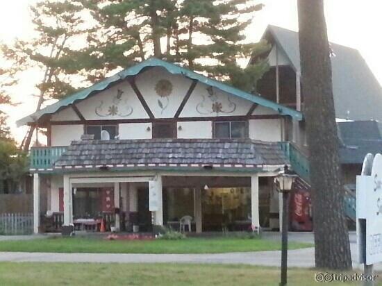 Sun-N-Snow Motel