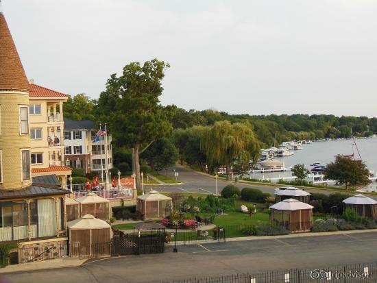 harbor shores on lake geneva grand geneva. Black Bedroom Furniture Sets. Home Design Ideas