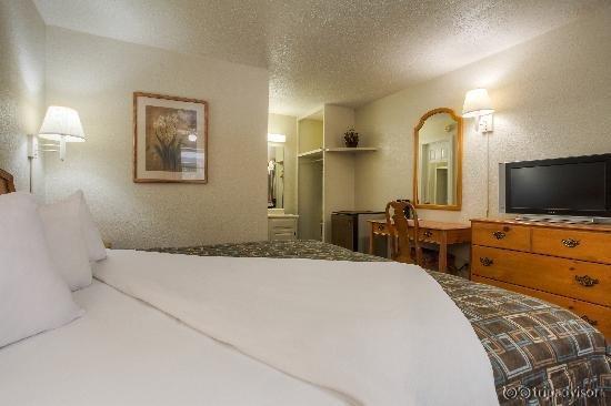 Econo Lodge Belle Aire Hotel
