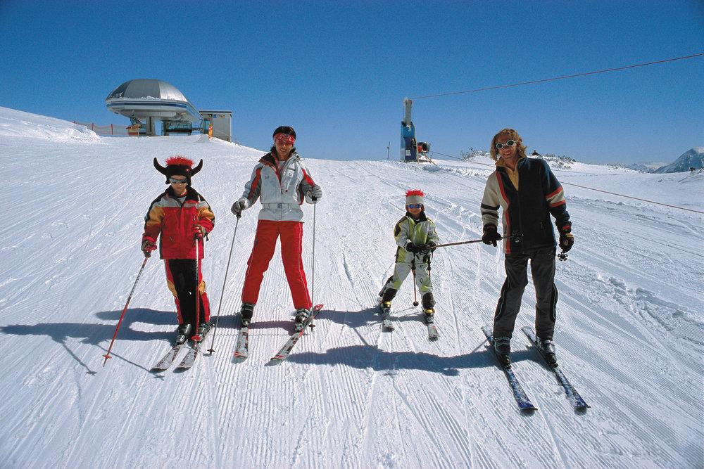 A skiing family at Tauplitz.