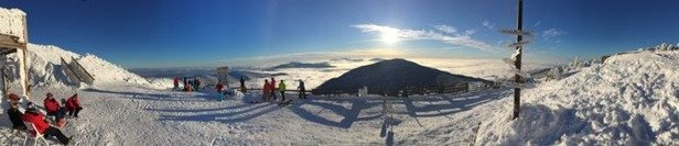 Wonderful sunny day in JP. No wind, no people, just awesome. Best skiing in years