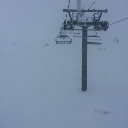 Snow all day, must be at least 50cm in Tignes le lac, much more up the mountain. Very poor visibility and very windy. Snow in much need though! It was pretty icy earlier on in the week.