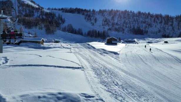 sole, neve e piste in ottime condizioni ......... cosa volere di più