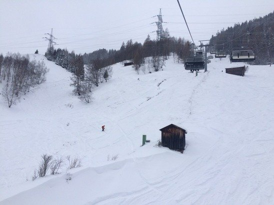 Good amount of snow overnight. Lots of powder off piste. Visibility patchy up high but manageable