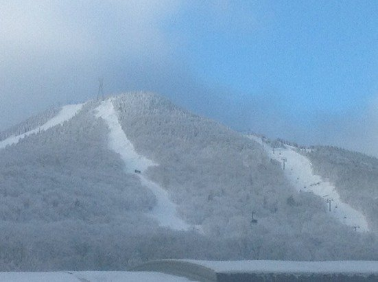 Snowin like a cat in heat at holimont.  Back bowls are in great shape for the weekend.   Forecasting 6-9 inches tonight.