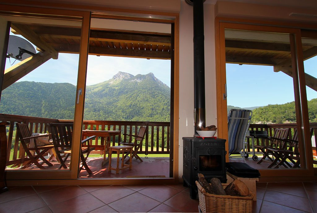 Chatox interior | Facing balcony and Booby Mountain - ©chatox man @ Skiinfo Lounge