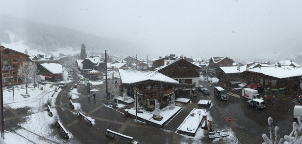 Morzine - The snow is coming down !! :-)
