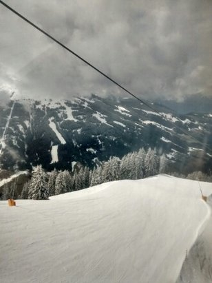 Alpbach - Ski Juwel Alpbachtal Wildschönau - some small grained snow Thurs 26th and on  Friday 27th Mar. replenised slopes and some powder off pistes - ©stueeee44