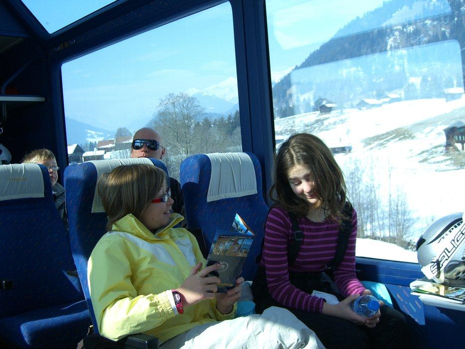Jenny Cruse | snowtrain meg and amy - ©Jenny Cruse | Jennycruse @ Skiinfo Lounge