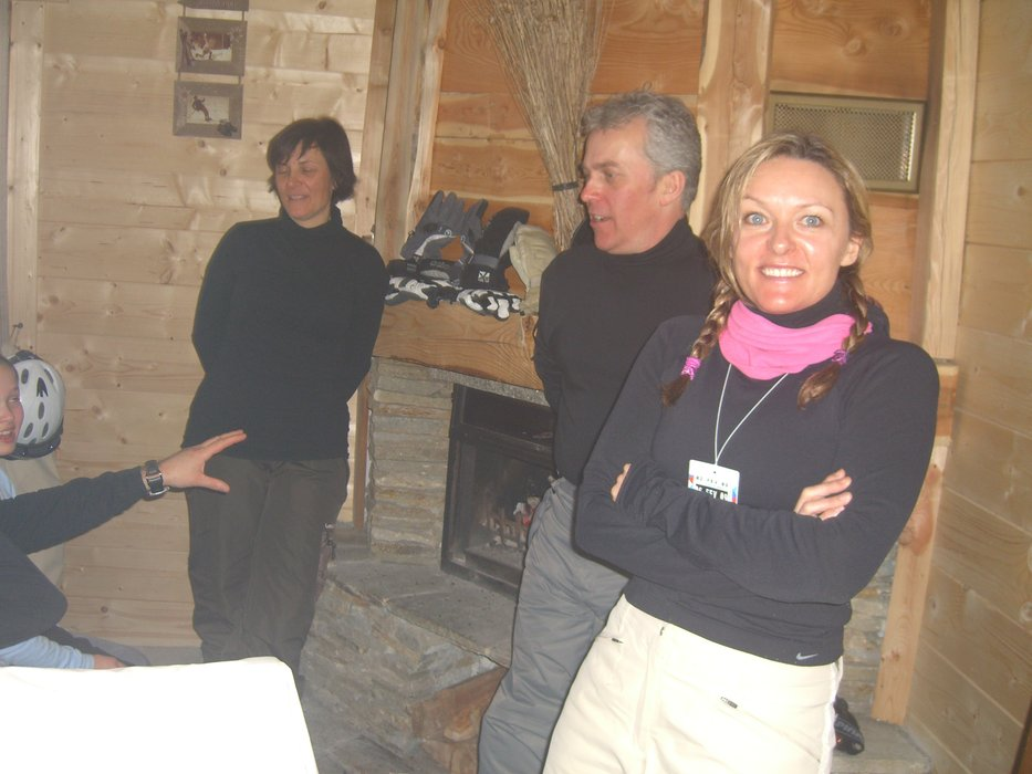 Me mates Kath Ian and Jo  in the Pink Dog | Kath Wearne - ©Jenny Cruse | Jennycruse @ Skiinfo Lounge