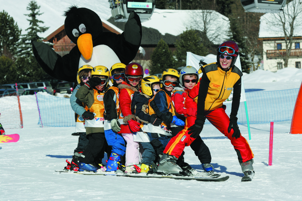 Kids with mascot and instructor at Bad Kleinkirchheim ski school