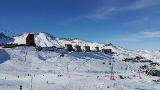 Valle Nevado - Falta neve em algumas pistas, especialmente as mais altas. Algumas pedras e terra que arranham os esquis. É preciso cuidado.  - ©mfm1160