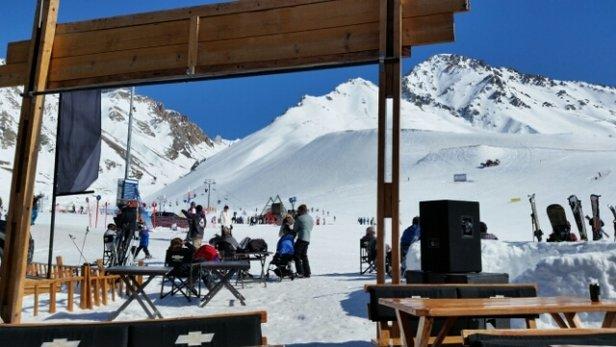 Las Lenas - Entre 15 y 20 grados Celsius en la base. Mucha nieve.  Mucho sol - ©Seba