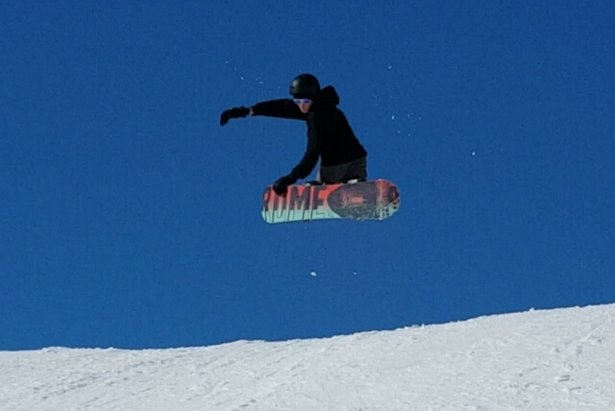 El Colorado - Blue sky and shredding the park. - ©Zedman