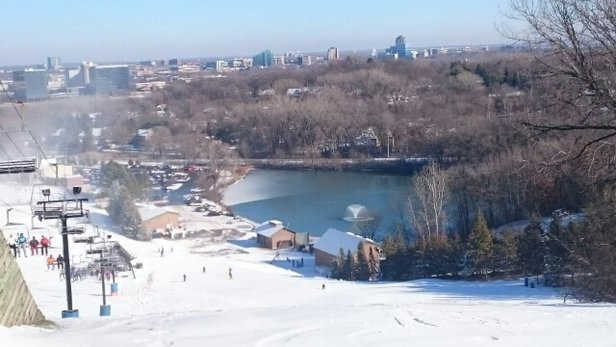 Hyland Ski & Snowboard Area - Good nearby outdoor activities around Mall of America  - ©jun.abayon