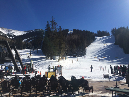 Arizona Snowbowl - Sunny day, no lines at Agassiz, great weather! Some thin spots in upper bowl, other than pretty nice conditions for being a week before Xmas - ©anonymous user