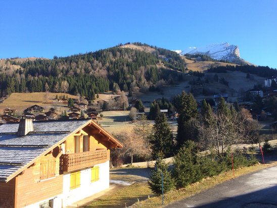 La Clusaz - Very sunny, no snow!  - ©STU'S PIECE