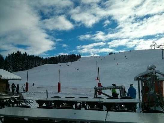 Les Gets - great snow. perfect skiing now..... - ©Chalet Uxello