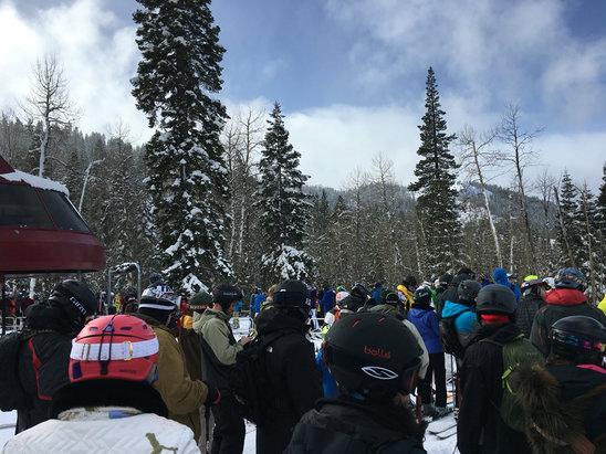 Northstar California - long lines and busy lifts at Nstar  - ©Knarp