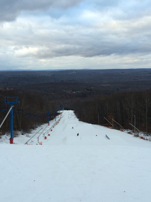 Shawnee Mountain Ski Area - Good day for skiing, but more powder and melting - ©iPhone