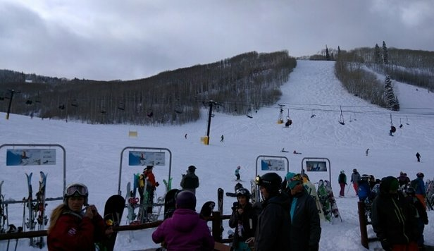 Sunlight Mountain Resort - Nice day! hughe crowd! Big difference from Thursday. Full parking. - ©riverasanchez