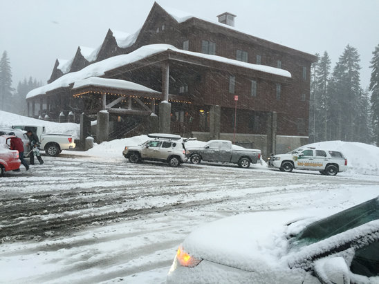 Sugar Bowl Resort - It's been snowing several hours now. Started slushy but finer powder for past hour and a half.  - ©bigRoN