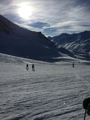 Obergurgl-Hochgurgl - Great skiing at the mo. Resort doing a fab job replenishing as its pretty warm. - ©MOW
