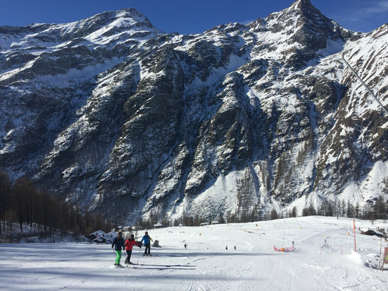 Champoluc - Monterosa Ski - Very good pistes despite relative lack of snow  - ©Ralph's iPhone