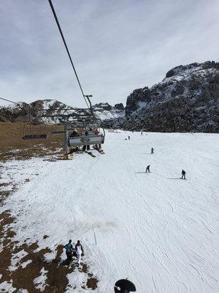 Piani di Bobbio e  Valtorta - Neve sparata e il traffico della domenica ma si sciava abbastanza bene, almeno fino alle 13. Poi tanto caldo (5 gradi) e neve sfaldata.  - ©Dario