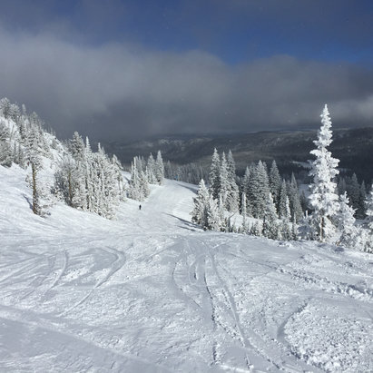 Anthony Lakes Mountain Resort - We had a great day skiing Sunday.  Lots of sun.  Lots of groomed runs.  No lines. - ©Dave's iPhone6