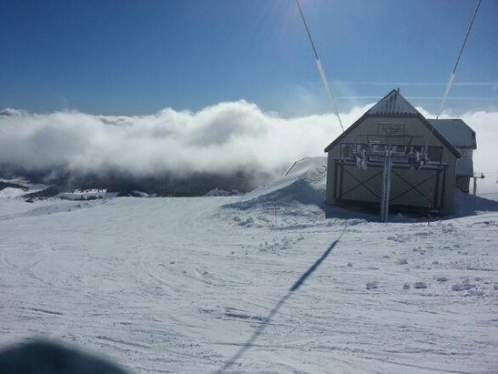Timberline Lodge -  A spectacular day! Blue sky above the clouds. Snow is perfect. - ©linyz86