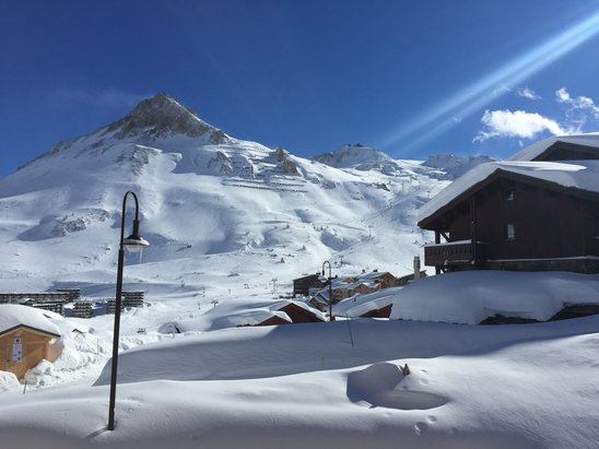 Tignes - Just arrived to blue skies and fantastic deep snow.Early start tomorrow ! :) - ©Jonny's iPhone
