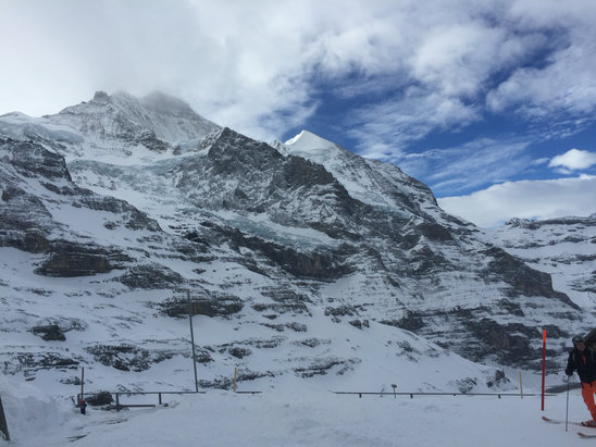 Grindelwald - Wengen - Perfect conditions. Clear start to the day then snow and cloud set in for the afternoon. Low visibility from 1pm. Great cover on piste.   - ©Fiona's iPhone