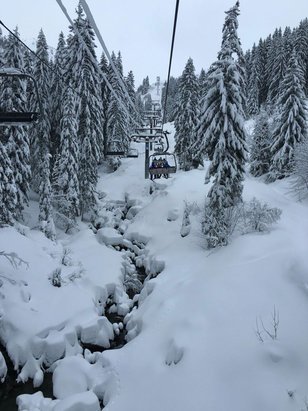 Chatel - 40cm of powder on Sat morning. Got to love this place. - ©Adam's iPhone