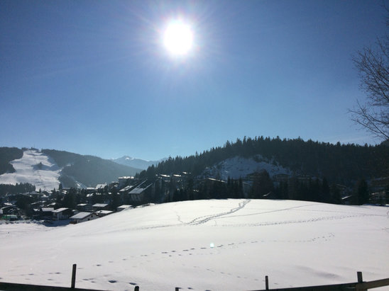 Seefeld - Gschwandtkopf - Clear sky, very good snow conditions on both mountains. - ©Gareth's iPhone