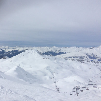 Les Arcs - Top of the grand col last week.  Powder amazing, best ski resort I've ever been to !! - ©Sams iphone 5s
