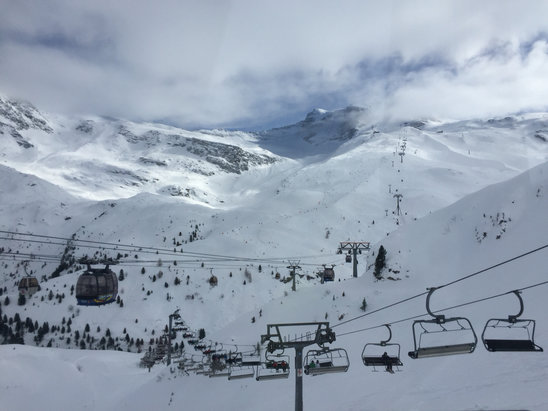 Hintertuxer Gletscher - An amazing day up here. The runs were awesome!  - ©Dave's iPhone