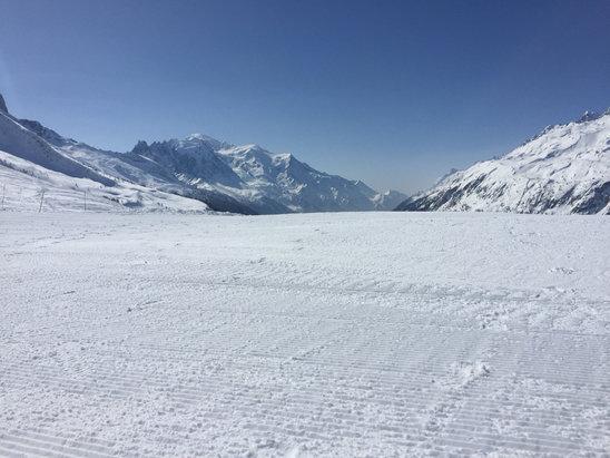 Chamonix Mont-Blanc - Sunshine a great piste conditions  - ©Josh's iPhone